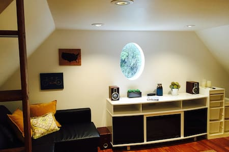 Downtown Fort Collins Micro Loft! - Fort Collins