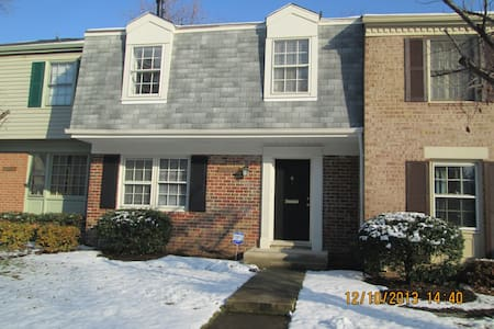 Townhouse in Silver Spring, MD - Silver Spring - Townhouse