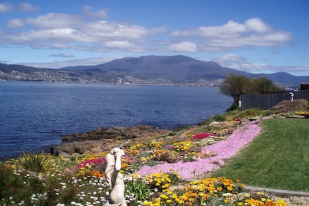 Hobart Waterfront Home with WOW Factor Views! - Ev