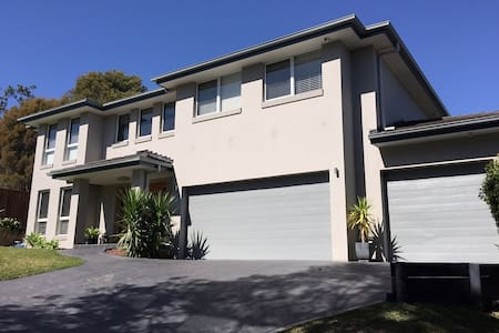 Luxury 4 bedroom home - Allambie Heights