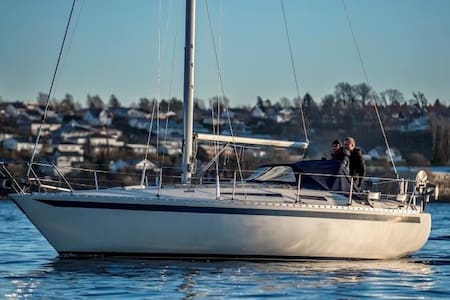 31 feet sailing boat on Aker Brygge - Oslo