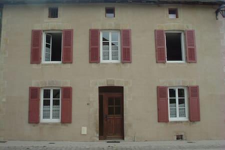 Maison en pierre au calme - Dům