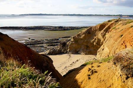 Un lieu écologique près de l'océan - Hus