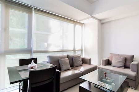 Bright 1 BR in Pioneer, 8mbps WIFI - Mandaluyong  - Condominium