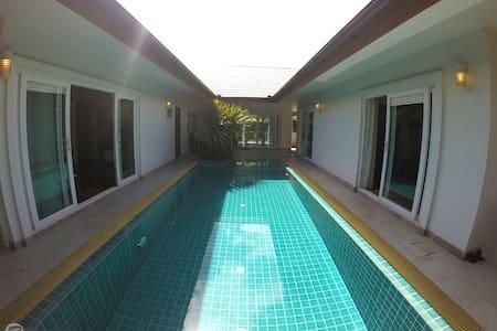 Freesia Pool Villa (B) - Banglamung - Haus