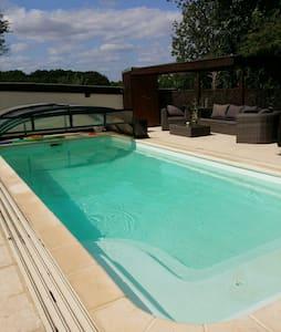 Jolie longère avec piscine et spa - Santranges - House