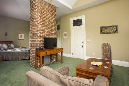10% off December stays in the Mission Suite! - New Orleans