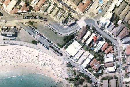 En-suite Room right on Bondi Beach - North Bondi - House