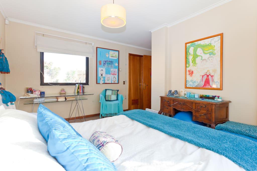 Dormitorio principal, cama matrimonial, baño en suite