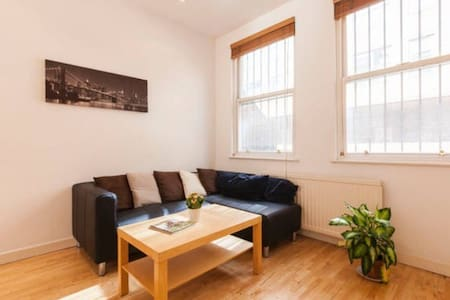 Central London: Room in great house