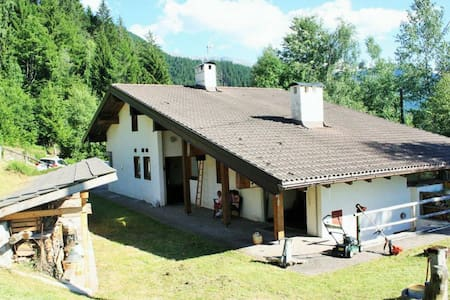 Dolomites. Chalet for 3/4 families - Stuga