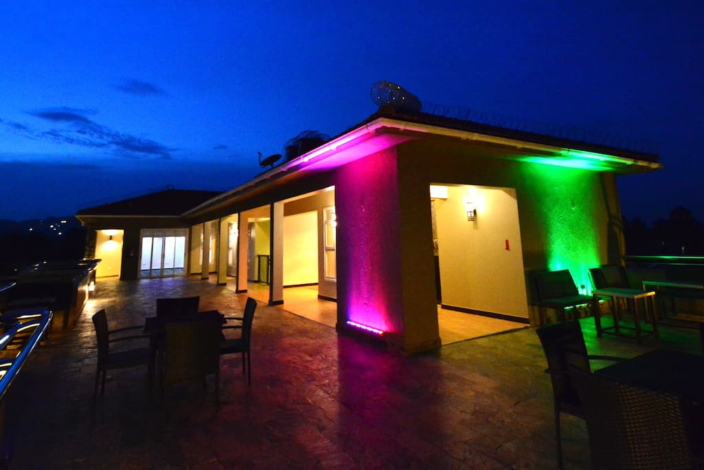 Rooftop terrace that accommodates more than 30 guests. Mood lighting available to add color to the occassion