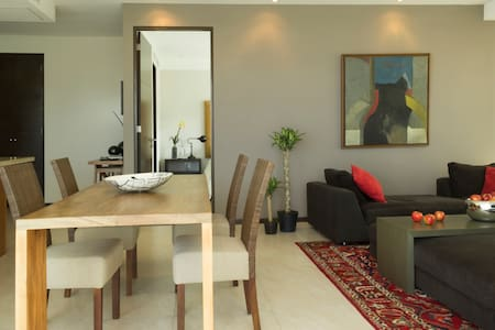 Exclusive apartament in Central Park corporate residential complex. Fully   confortable furnished, perfect foreign visitors. Business center, Lobby,swimming pool, gym, library, movie theater, jogging area, all at no extra cost. 24 hour CCTV security.