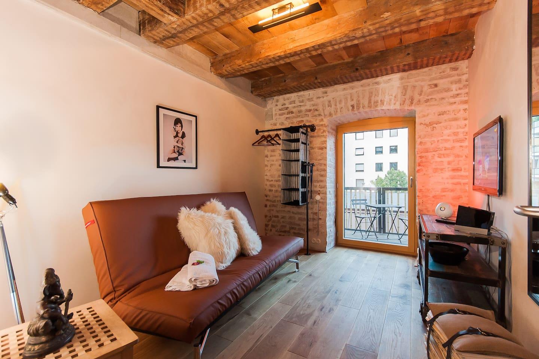 Urban Loft & Private Outdoor Space