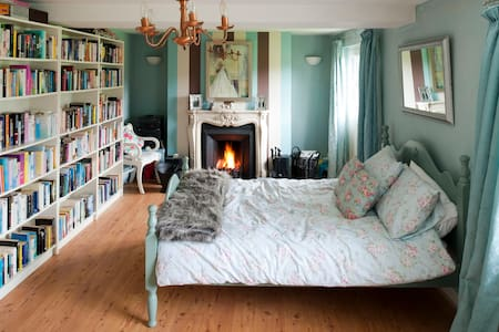Double Room in large 1800s House - Collon - Bed & Breakfast