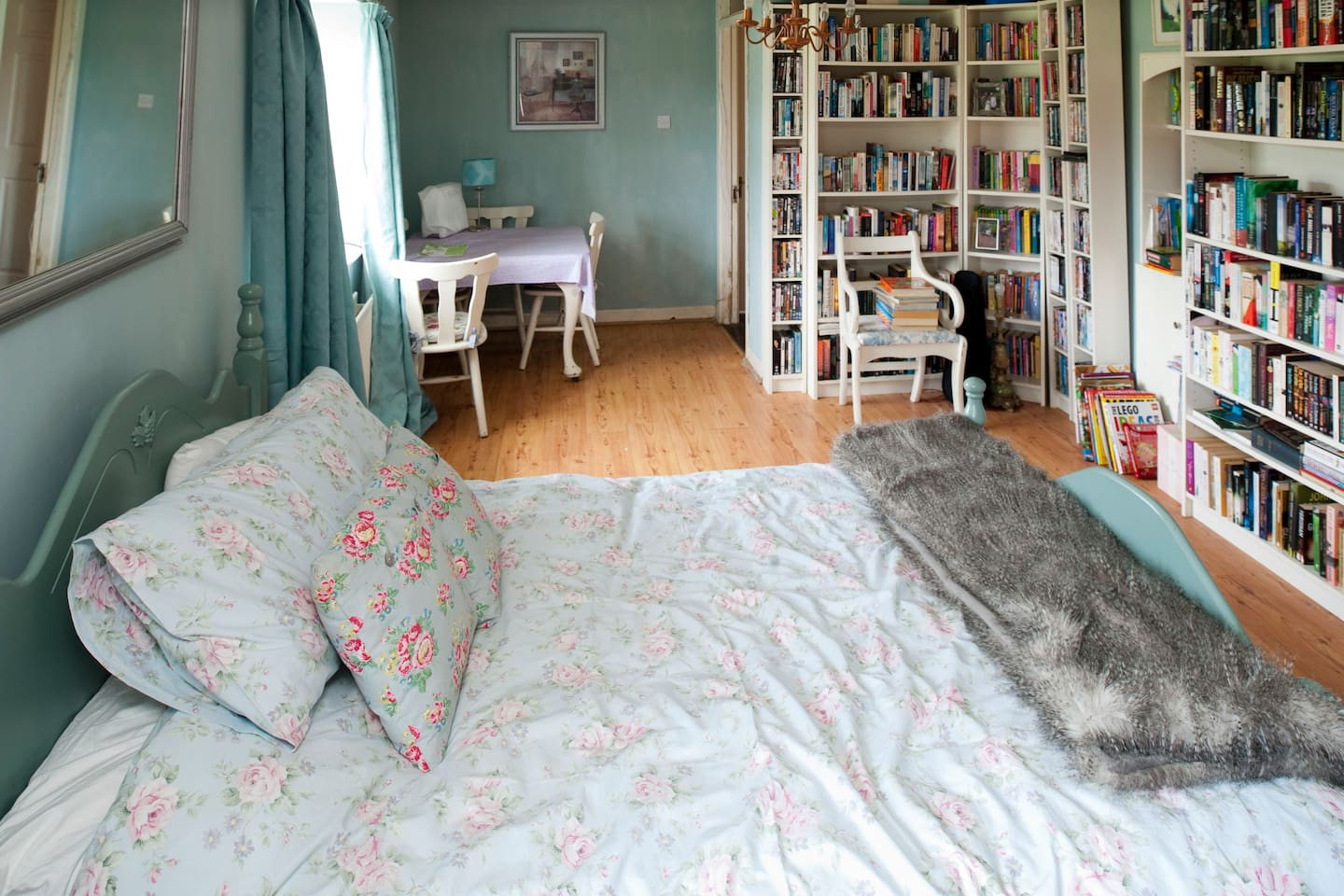 Double Room in large 1800s House