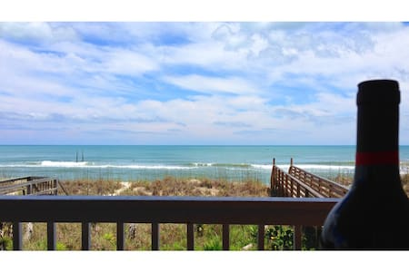 OCEANFRONT! Chic Décor. $110/nt this weekend only! - 캐롤리나 비치(Carolina Beach)