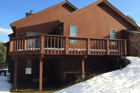 Well-located Quechee Golf/Ski Condo - Hartford - Selveierleilighet
