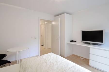modern new studio  next city - München - Apartment