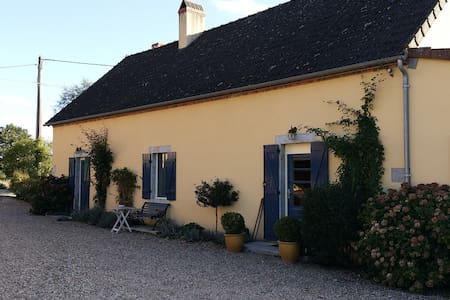 Authentic, Burgundy Farm,Water Mill - Hus