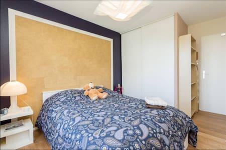 Chambre à louer dans 3 pièces 70m2 - Bed & Breakfast