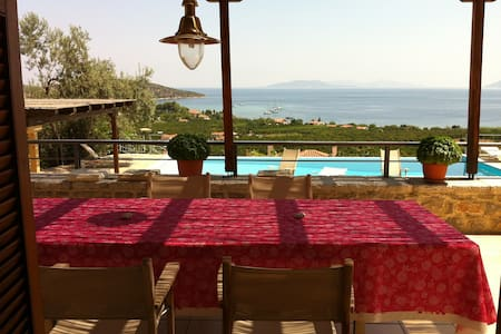 Villa, piscine, vue sur la mer - Hus