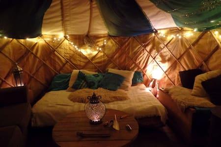 Magical Yurt in Urban Garden - Tenda
