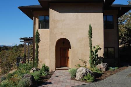 Gorgeous Tuscan Villa on private 10 Acres - Mosier - Haus