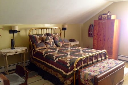 West Ferrisburgh Guest House Room 3 - Bed & Breakfast