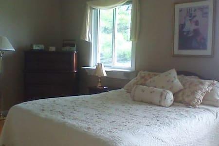 Riverview Room - Bed & Breakfast