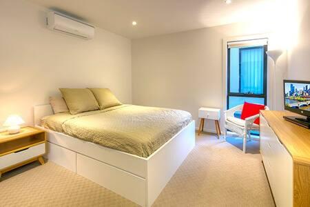 Superbly spacious luxury living - Frankston South