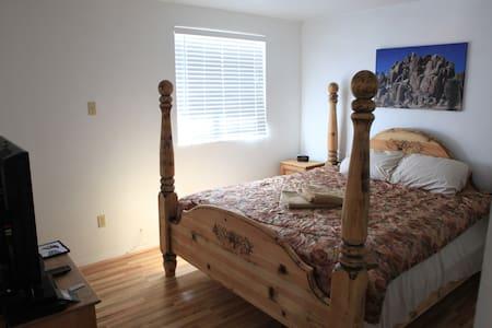 Private Room close to JT Village - Hus