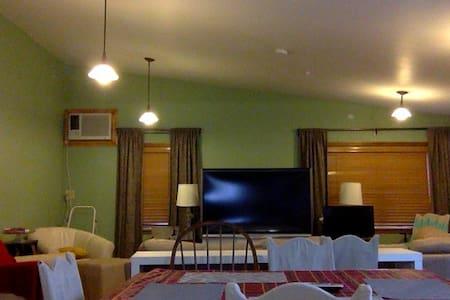 Couch Lavish Filipino Living Room! - Rumah