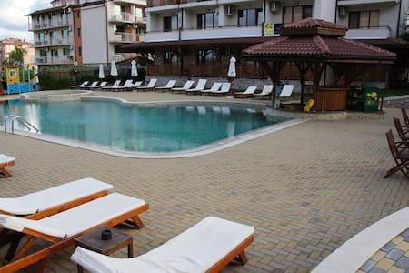 Квартира у моря с двумя ваннами - Primorsko - Apartment