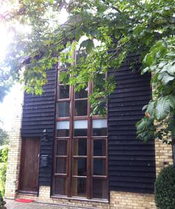 Beautiful barn conversion. Large, loft-style bedroom with shower-bathroom upstairs, living-room-kitchen downstairs. In the grounds of 16th century manor house in the Chiltern Hills 'Area of Outstanding Beauty', yet just an hour from London.