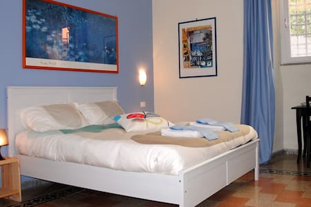 Blue room at Colosseum - Rome - Bed & Breakfast
