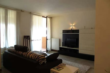 Appartamento La Castellana is a self-catering accommodation located in Rho. The property is 3.1 km from Expo 2015 and 3.1 km from Fair Milan Rho-Pero.  The apartment will provide you with air conditioning, a seating area, free wi-fi. Complete with a
