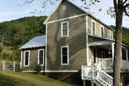 Mountain View Cottage-Dog Friendly-Large New Deck! - House