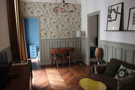 Beautifully designed 2 bedroom flat situated  in the historic centre of Paris. A stones throw from all the best Paris has to offer.    check out our other brand new listing. https://www.airbnb.com/rooms/4727464
