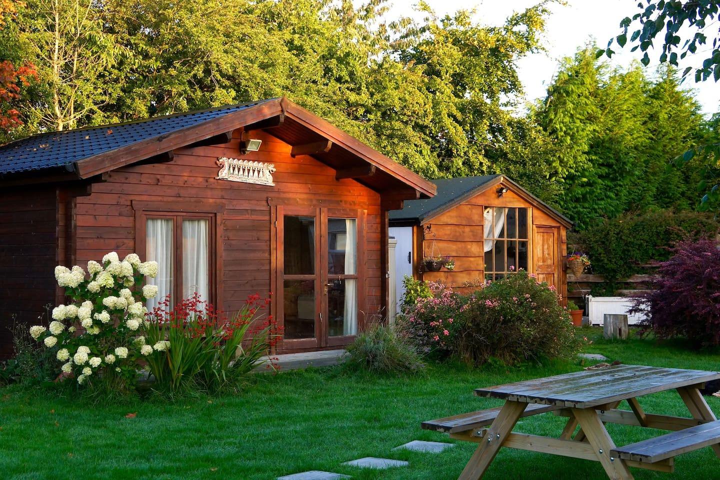 Beautiful peaceful surroundings, A really comfortable bed, tasty breakfast,  homegrown organic produce available in season.