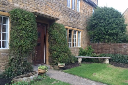 Lovely Cotswold Cottage - Hus