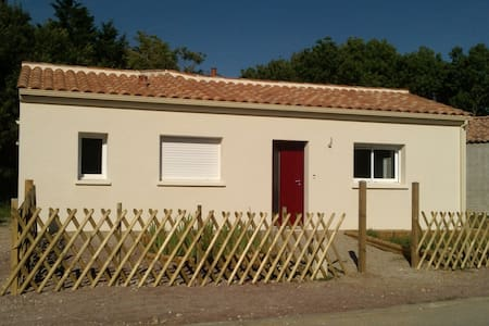 petite maison agréable à 1km mer  - Haus