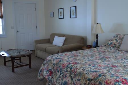 Wiley Inn - Room 1 - Queen Suite - Peru - Bed & Breakfast
