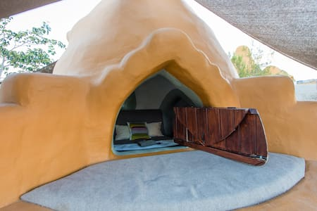 Bonita Domes~West Pod - Joshua Tree - Earth House
