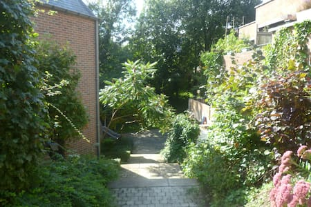 Quiet 2-bedroom apartment 80m2 (GF) - Ottignies-Louvain-la-Neuve - Lejlighed