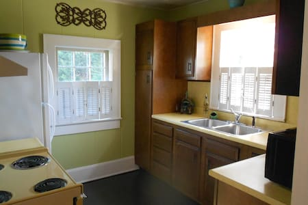 Cozy Carriage House to Call Home - Kernersville - Apartment