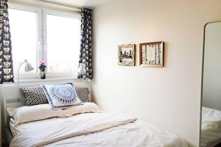 Dreamy Double Room in Zone 1 - Old St, Shoreditch - Huoneisto