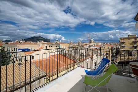 Attico panoramico in centro - Apartment