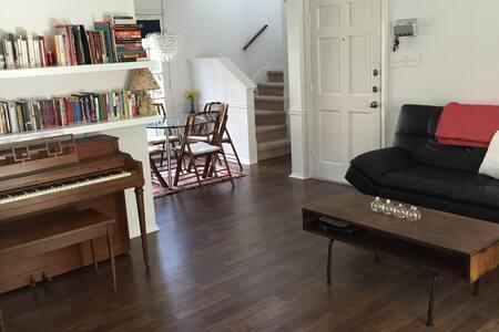 Awesome Clarksville Condo - Austin - Condominium