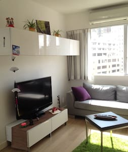 Sunny and quiet apartment in the earth of Central, in Soho, 10 minutes from MTR Station and